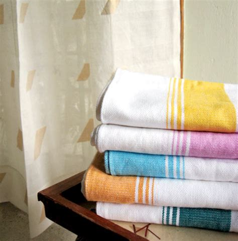 decorating bathroom with towels towels bathroom decorating tips home improvement