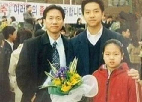 lee seung gi sister age lee seung gi s family and baby pictures revealed soompi