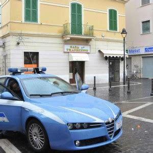 questura di roma ufficio immigrazione permesso di soggiorno regali in cambio di permessi di soggiorno poliziotto