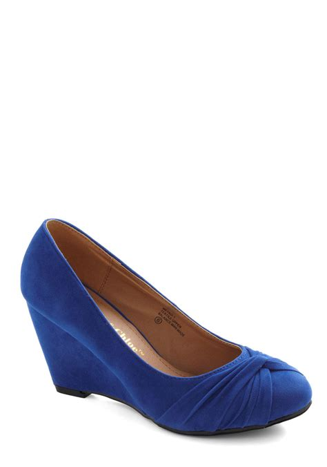 top knot condition wedge in blue mod retro vintage heels