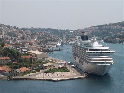 dubrovnik port to town gru緇