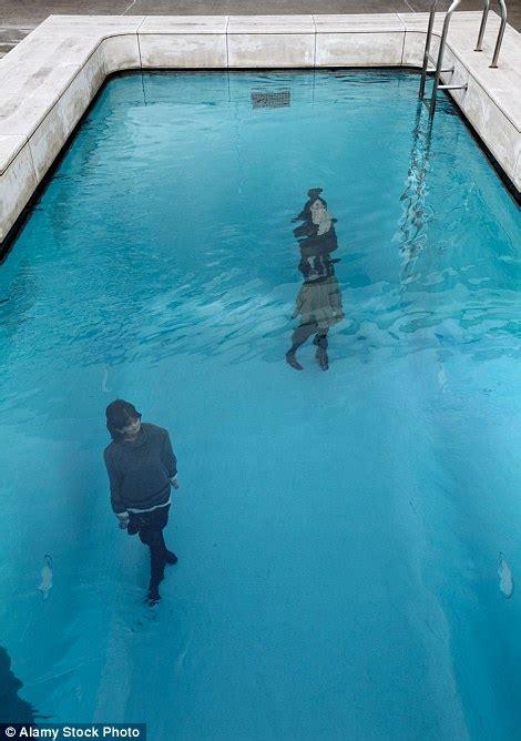 Kolam Renang Snake Pool 53026b kolam renang anti basah rasai sensasi berendam di muzium