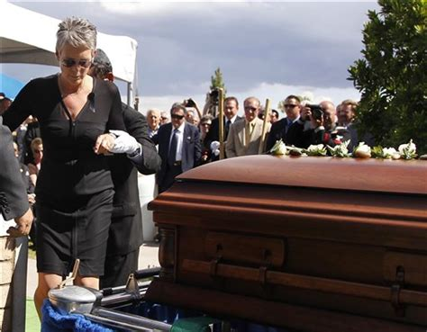 actor tony curtis buried after vegas funeral