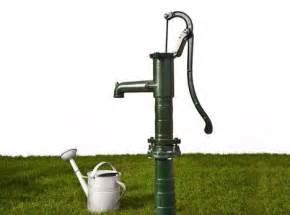 pumpe garten handpumpe wasser garten kunstrasen garten