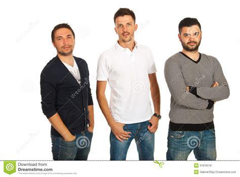 hombres amigos amistad en linea tres hombres casuales de los amigos im 225 genes de archivo