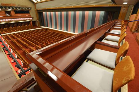 revamped kabukiza theater aims  charm   audience