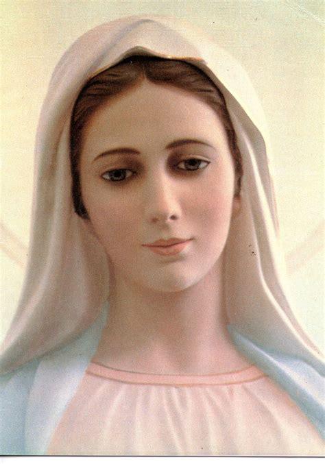 medjugorje es la virgen maria en medjugorje maria reina de la paz medjugorje maria santisima