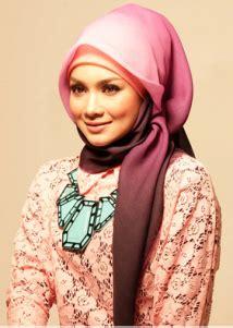 tutorial jilbab pashmina untuk wajah persegi tips memilih jilbab yang sesuai dengan bentuk wajah anda