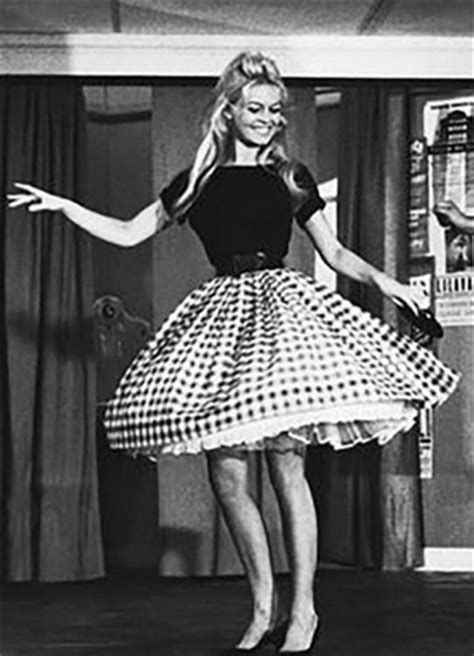 show woman photos in their fifties fashion in the 50s what was fashionable in the 50s