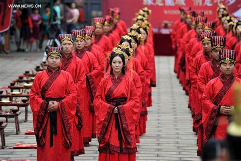 qixi festival couples married at confucius temple in china s taiyuan