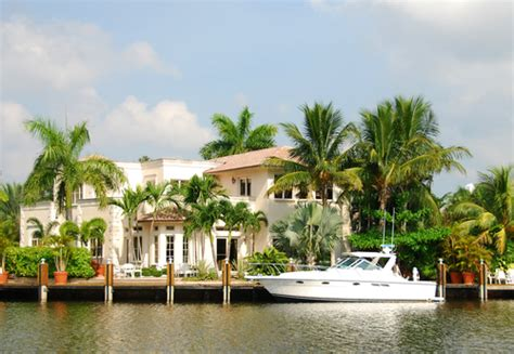 buy a boat or vacation home homes with boat lifts boat dock homes fl boat hoists