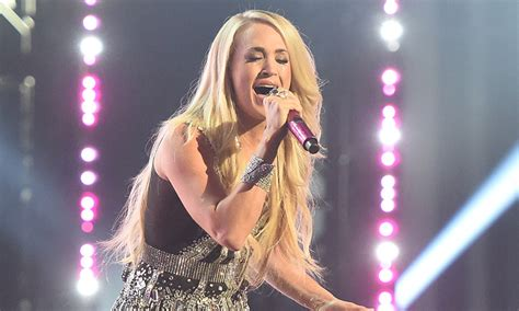 carrie underwood lovecelebrity carrie underwood makes sensational return to the stage