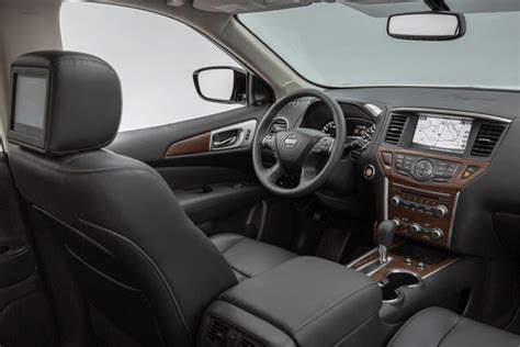 nissan pathfinder 2016 interior nissan pathfinder finds its path into new technologies
