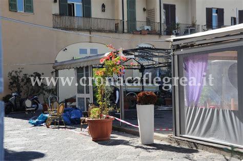 ristoranti pozzuoli porto incendio distrugge gazebo di un ristorante sul porto di