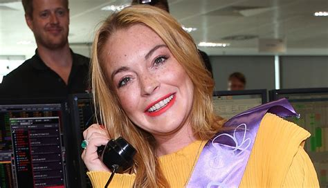 Momma Lohan Gets Fingered by Lindsay Lohan Clarifies Finger Was Ripped Not