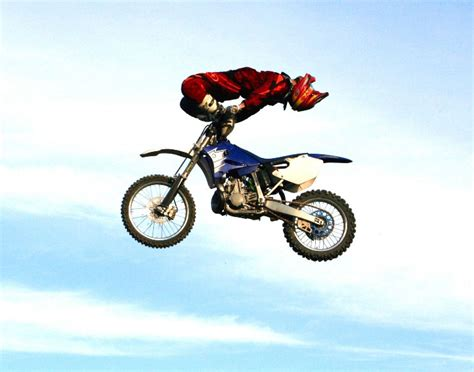 motocross freestyle tricks freestyle motocross may s daredevil stunt