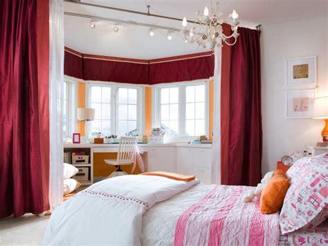 Attrayant Deco Chambre Bebe Fille Violet #6: Idee-deco-amenagement-chambre-enfant-peinture-blanche-rideau-rouge-neutre.jpeg