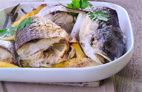 cucinare il cefalo cefalo al forno con patate e pinzimonio ricetta facile