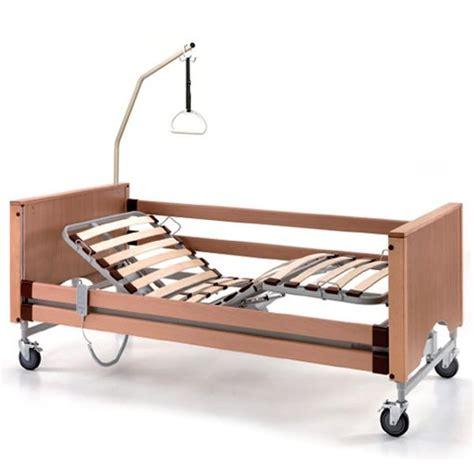 letto anziani letto per anziani con altezza variabile e doghe in legno
