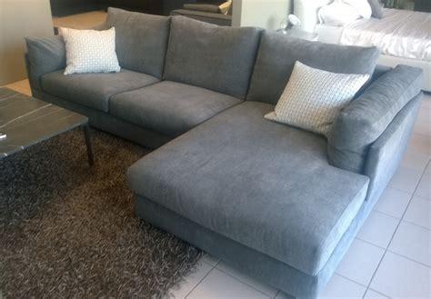 divani in tessuto prezzi divano zeno con penisola in tessuto divani a prezzi scontati