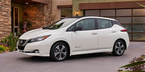 nissan tesla nissan hopes to reel in tesla with the new 2018 leaf but