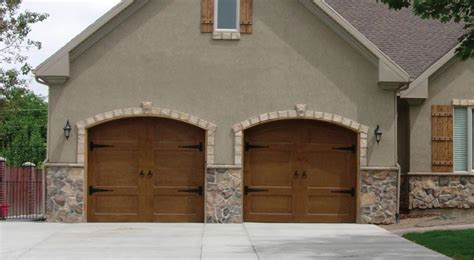 Wood Carriage House Garage Doors Pella 174 Garage Doors Wood Steel Vinyl Unique Designs Exceptional Performance