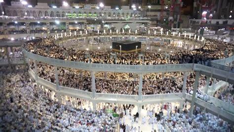 Poster Islami Kaaba Kabah Masjidil Haram Mekah Arab 09 Ukuran 60x90cm 4k footage muslim pilgrims circumambulate the kaaba at