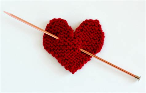 knitting pattern love heart make a hanging knit heart for your door make and takes