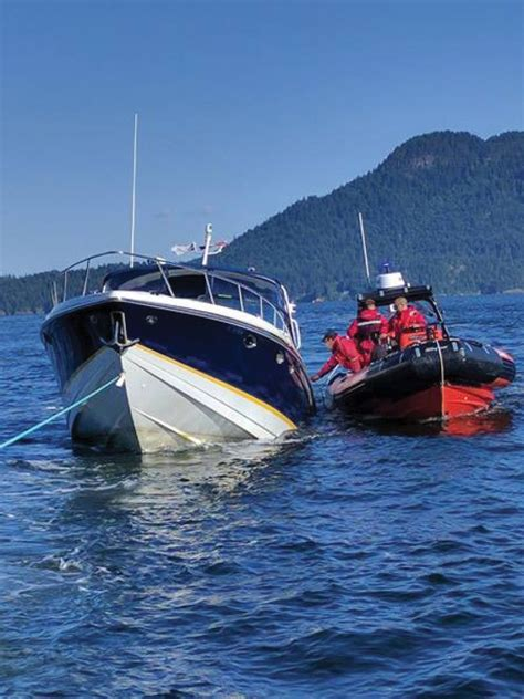 sinking boat sound seven rescued from sinking boat off keats
