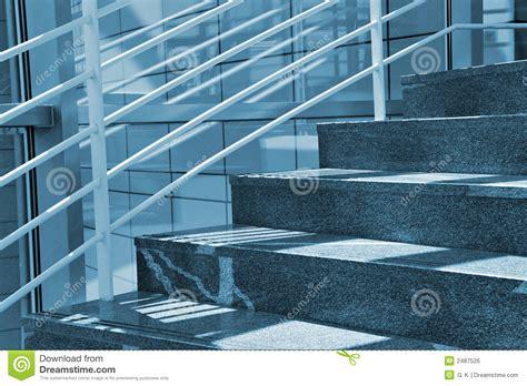 r馭rig駻ateur de bureau escaliers modernes image libre de droits image 2487526