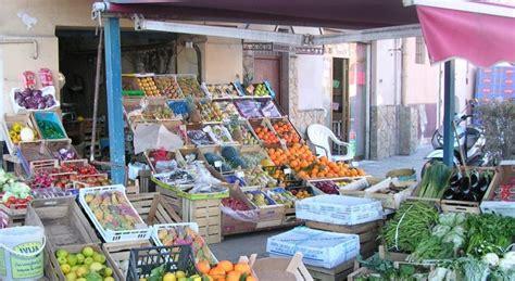 commercio ambulante itinerante alimentare fruttivendoli vs ambulanti norme e buon senso leggi noci