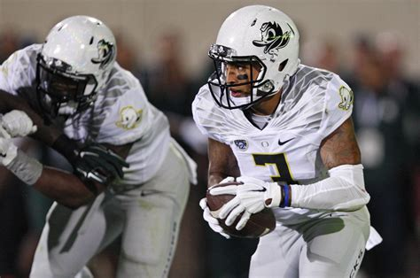 oregon ducks 2015 2016 uniforms oregon qb vernon adams questionable with broken finger