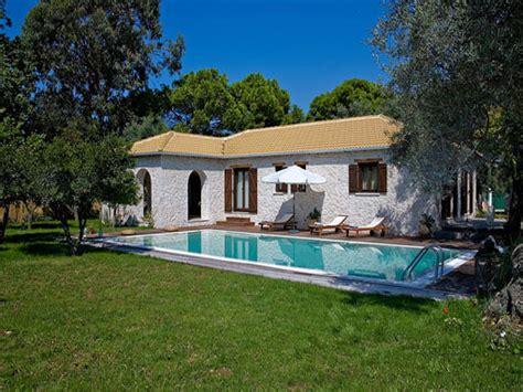 piscia a letto lefkada villa due camere con veranda giardino piscina e