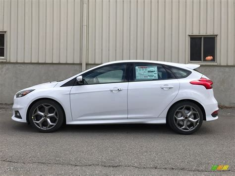 White Ford Focus by 2017 Oxford White Ford Focus St Hatch 119111729
