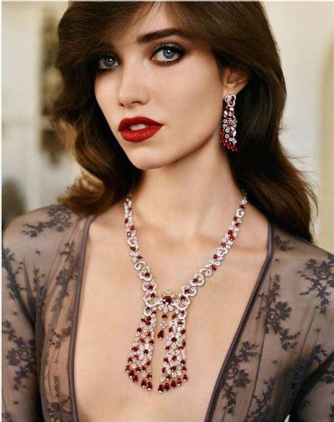Top 10 Home Decor Websites Grace Vogue Paris October 2014 Graff Diamonds Necklace