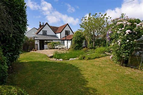 bedroom cottage  sale  hertfordshire
