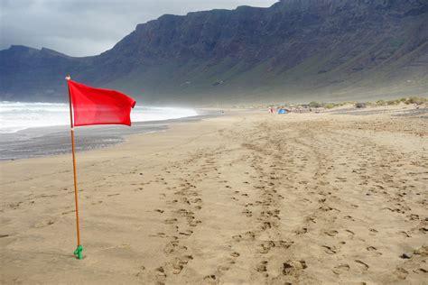 lanzarote turisti per caso spiaggia di famara viaggi vacanze e turismo turisti