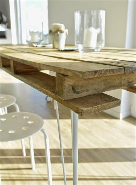 Diy Dining Table Legs Vintage Inspired Pallet Dining Table 99 Pallets
