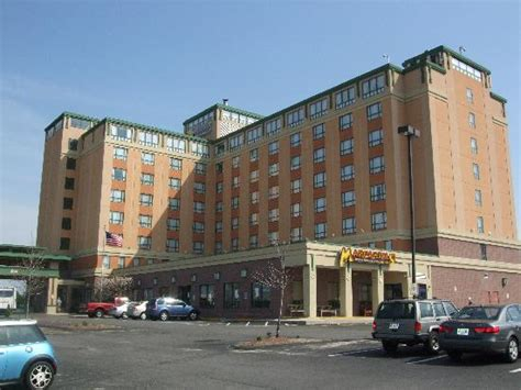 front of hotel picture of comfort inn suites boston