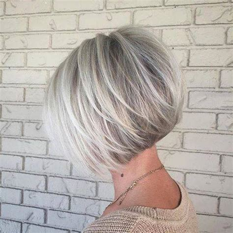 platinum hair with dark highlights for women60 years old prachtige korte kapsels voorjaar 2017 korte kapsels