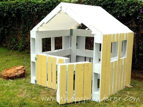 pallet play house pallet playhouse outside yard pinterest happy dog