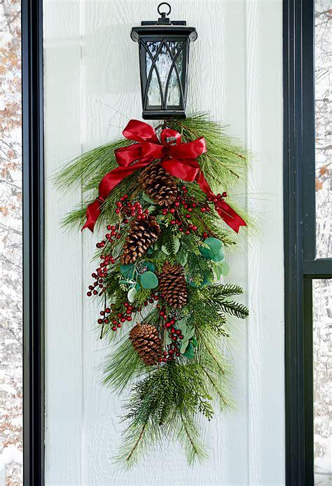 festive ideas  decorating  pinecones