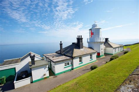 Airbnb Yorkshire | 12 lighthouses you can rent on airbnb travel channel