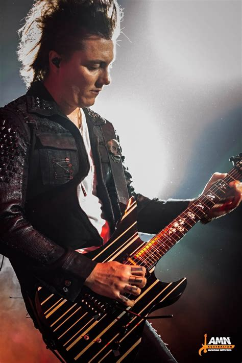 synyster gates haircut 2014 294 best synyster gates images on pinterest avenged