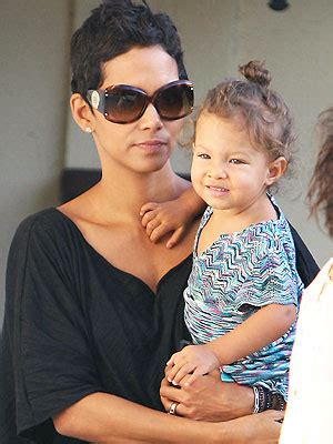 Halle Upset With Mag For Dredging Up Story by Halle Berry Totes Tot Babies