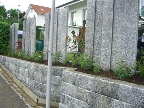 moderne stehlen stelen und palisaden f 252 r sichtschutz aus naturstein