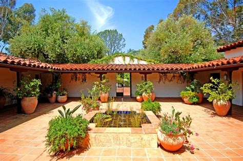 spanish style courtyards spanish courtyard home decor pinterest style design