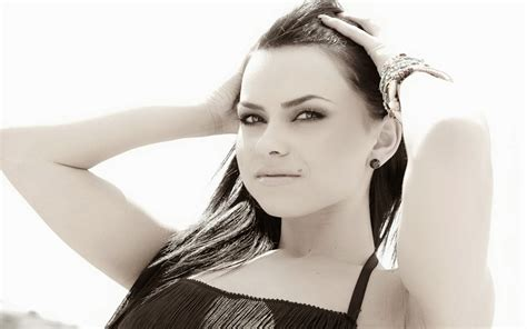 inna biography in english inna romania singer hd wallpapers of world s hot actress