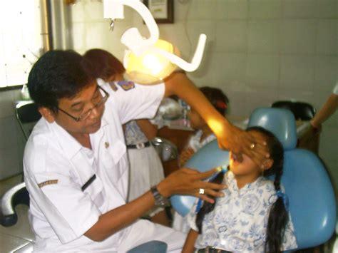 Membersihkan Karang Gigi Puskesmas pelayanan kesehatan gigi susantiputu