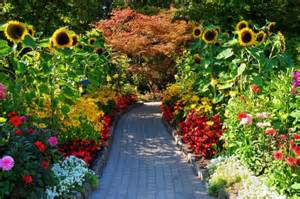 Backyard Pathway Faux Victorian Couple Ejected From Butchart Gardens For